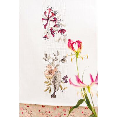 Keresztszemesen hímezhető fehér asztali futó 30x160 cm
